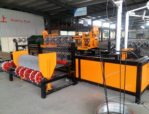 AUTOMATIC CHAIN LINK FENCE MACHINE OPERATING VIDEO